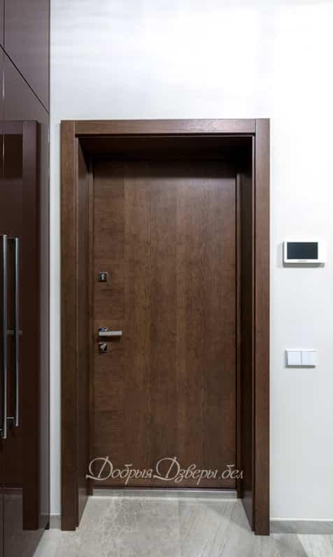 Дверь металлическая. Отделка шпон венге